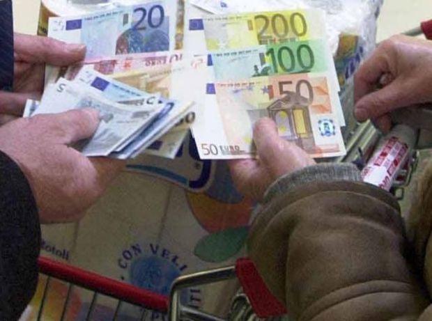 Laconi, badante infedele ruba soldi e auto a coppia anziani ...