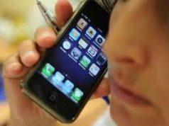 prof-sequestra-un-cellulare-e-si-prende-un-pugno-in-faccia-dallo-studente