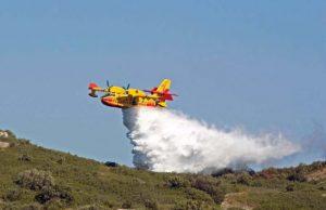 lotta-agli-incendi-in-arrivo-3-canadair-e-un-elicottero