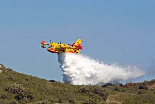 incendi-tra-nuorese-e-sassarese-canadair-in-azione