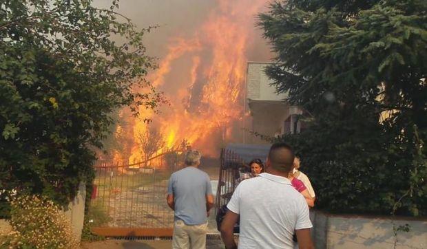 vasto-incendio-paura-tra-arzana-e-villagrande-canadair-in-azione