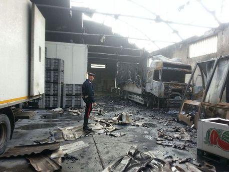 Ufficio In Fiamme : Sestu mercato ortofrutta: camion ufficio e capannone in fiamme