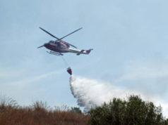 fiamme-carbonia-azione-elicottero