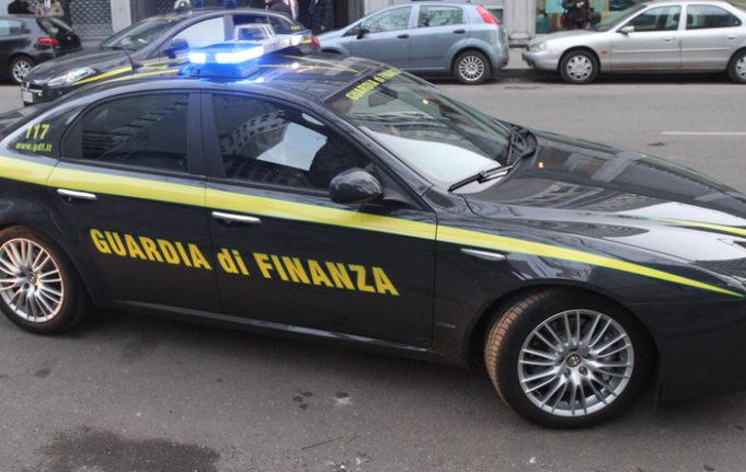 d3cade7a49 Blitz Fiamme gialle, sequestrati 295 articoli di abbigliamento contraffatti:  una denuncia