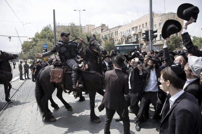 Gerusalemme, ebrei ortodossi attaccano palestinesi