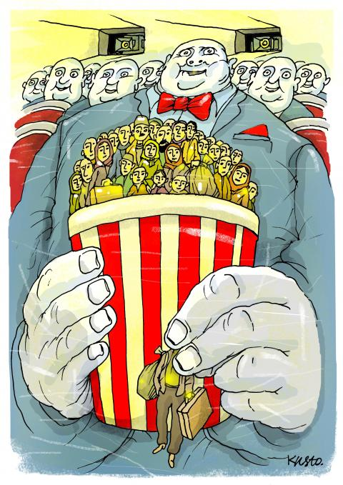 A man holds popcorn in the form of refugees and watches a movie