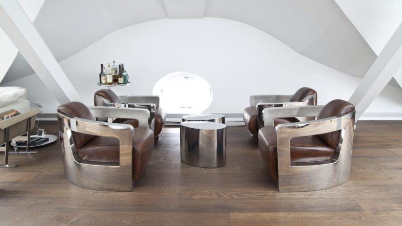 moderní oválný konferenční stolek