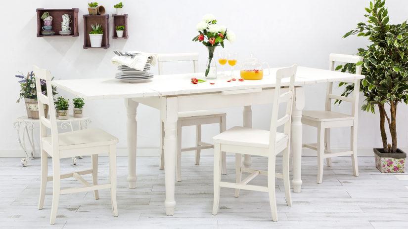 rozkládací jídelní stůl ve venkovském stylu