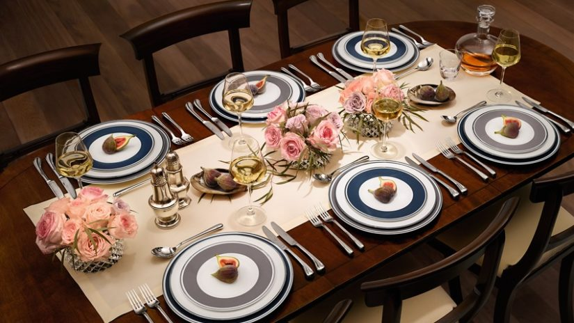 mahagonový jídelní stůl z masivu