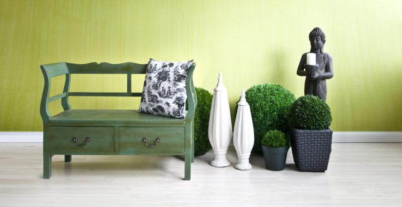 zelená lavice s úložným prostorem
