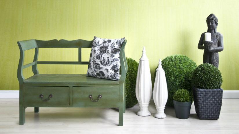 dřevěná stylová lavice s úložným prostorem