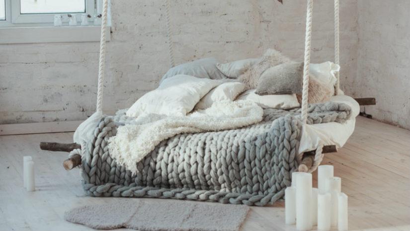 patrová postel na lanech