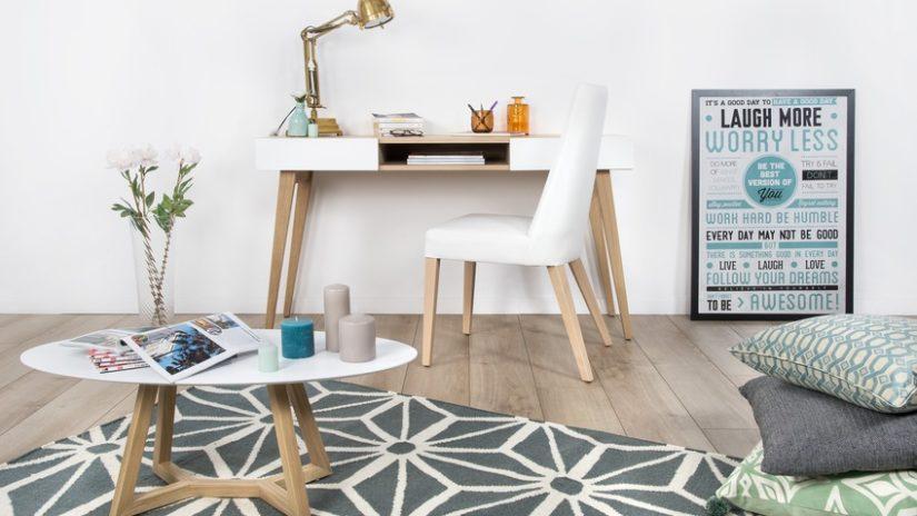 bílý designový psací stůl