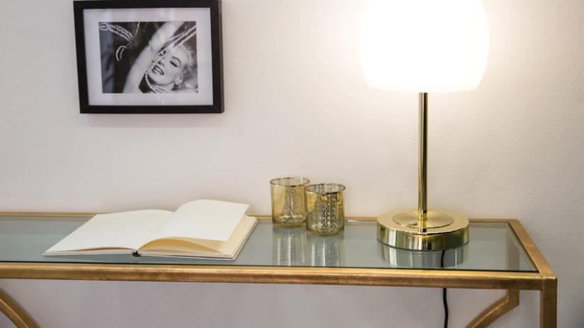 zlatý barový stolek