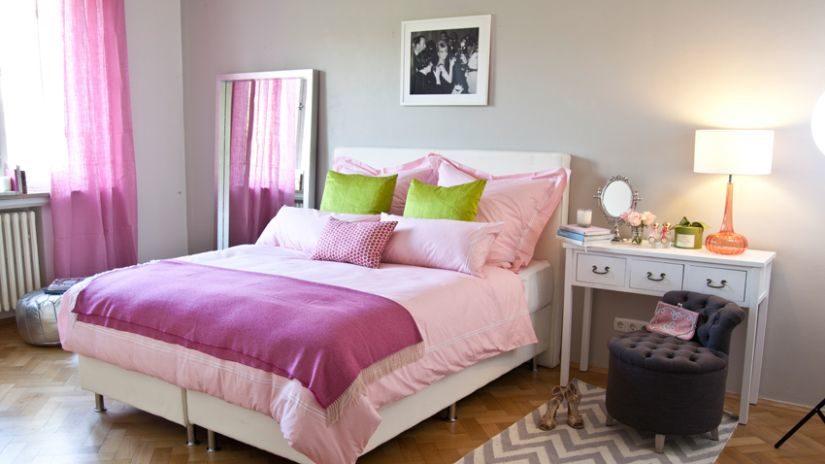 růžové závěsy do ložnice