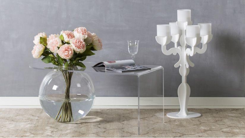 průhledné skleněné vázy