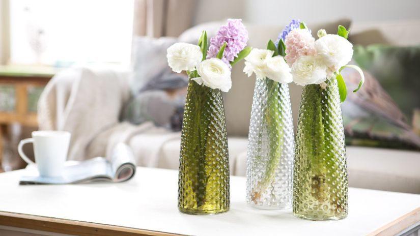 zelené skleněné vázy