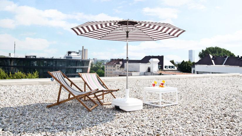 pruhovaný slunečník na balkon