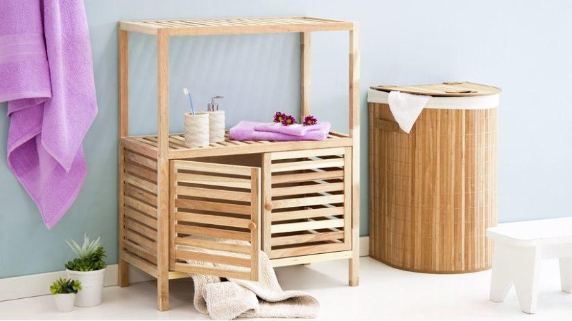 jednoduchý dřevěný koupelnový nábytek