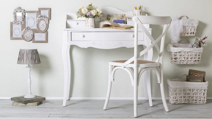 romantický bílý psací stůl