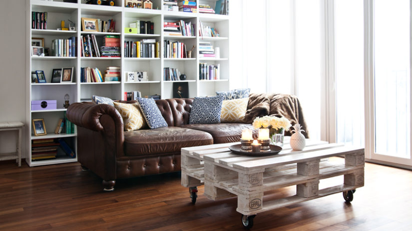 anglická pohovka v obývacím pokoji