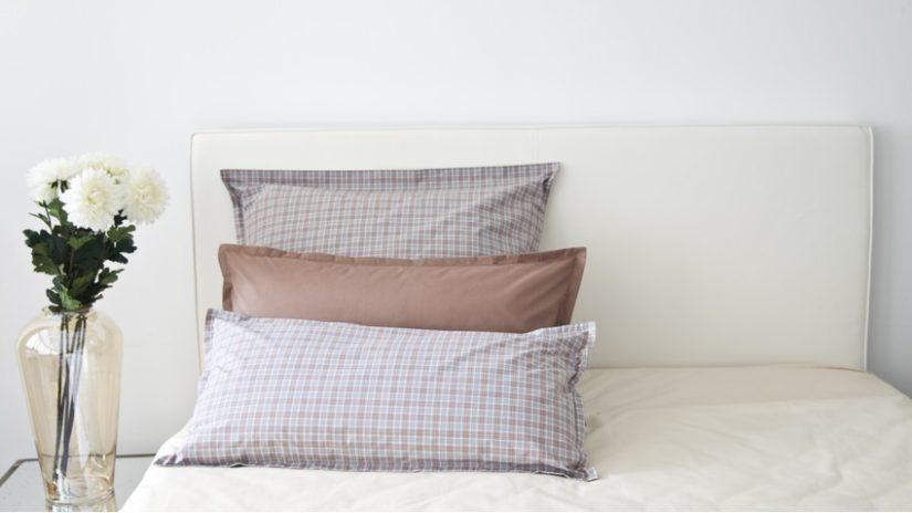 elegantní Čalouněná postel 120 × 200