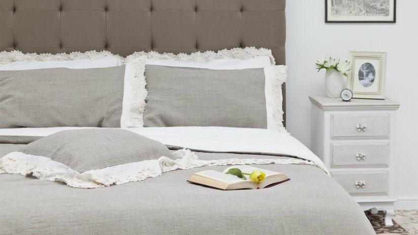 šedé boxspringové postele