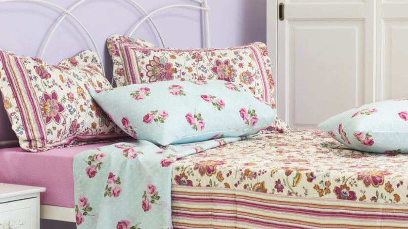 romantická venkovská postel