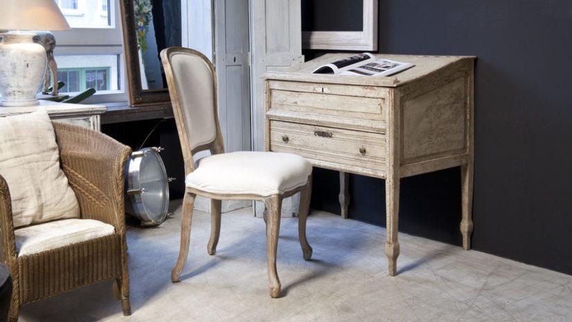 světlý Chippendale nábytek