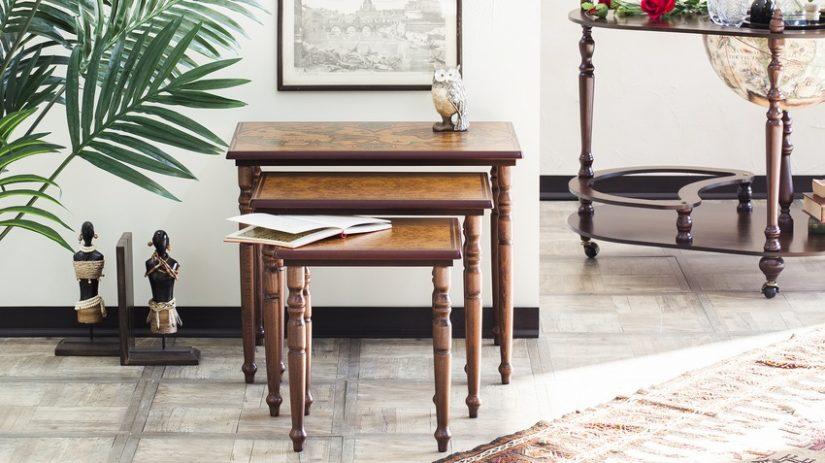 dřevěný Chippendale nábytek
