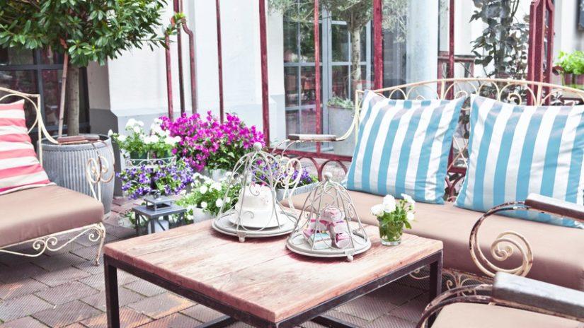 polštáře 60 x 60 na zahradním nábytku