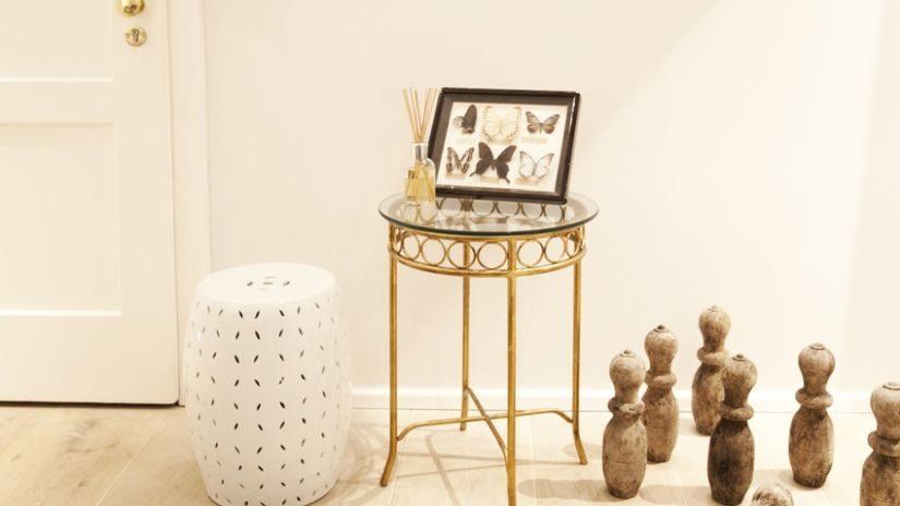 zlatý kovový konferenční stolek