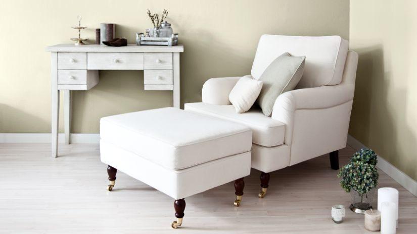 bílý konzolový stolek