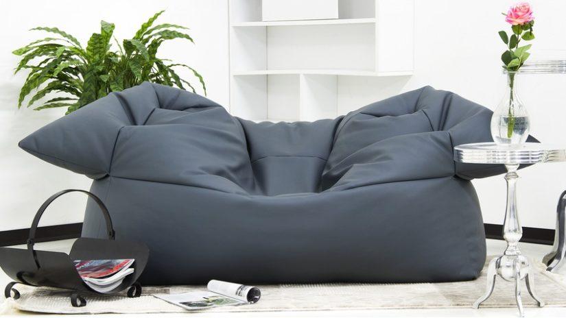 pohodlná šedá pohovka