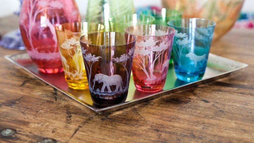 pestré sklenice se zvířaty