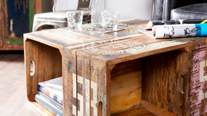 konferenční stolek z ořechového dřeva z bedýnek