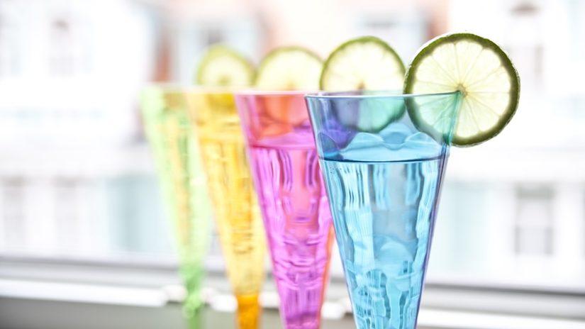 stylové barevné skleničky
