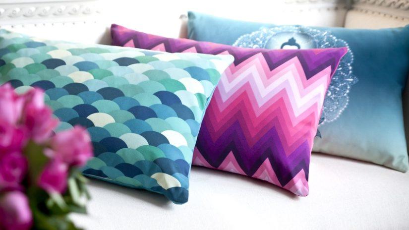 barevné tyrkysové polštáře