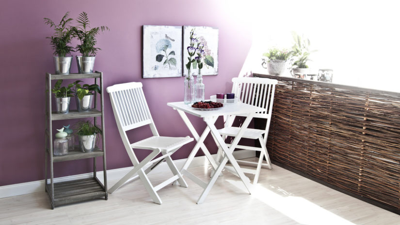 stylové dřevěné balkonové stoly