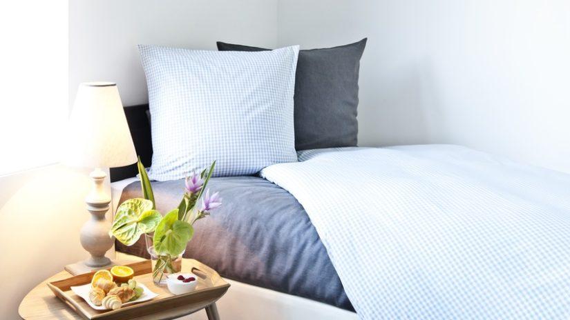 postel 90 x 190 do pokoje pro hosty