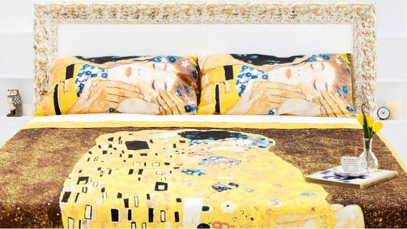 zdobné barokní postele