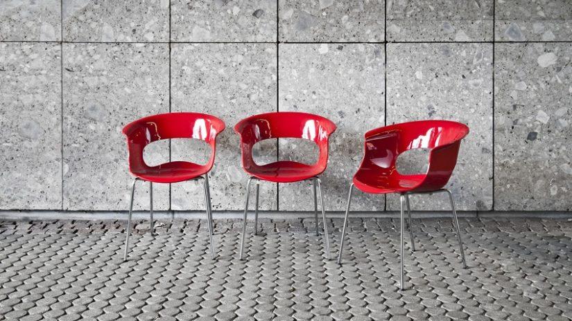stylová plastová židle
