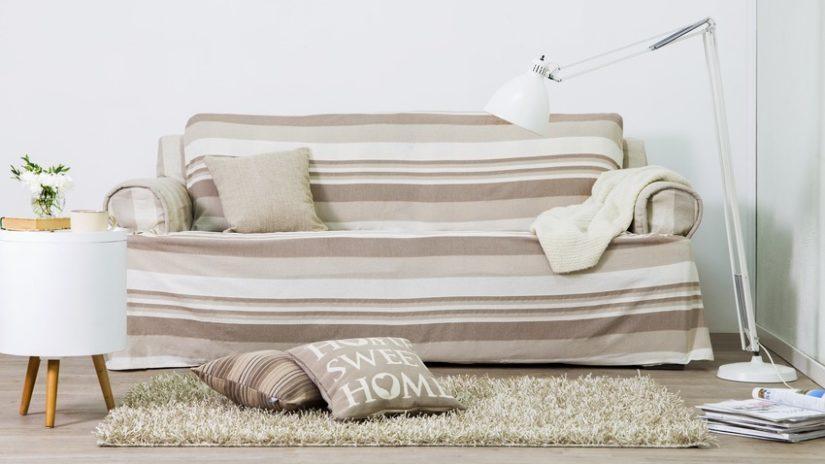 béžová rozkládací pohovka s úložným prostorem