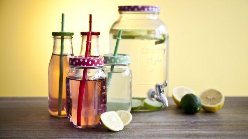 sklenice na smoothie a limonádu