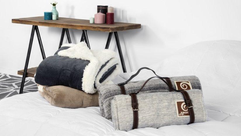 vlněná deka ve skandinávském stylu