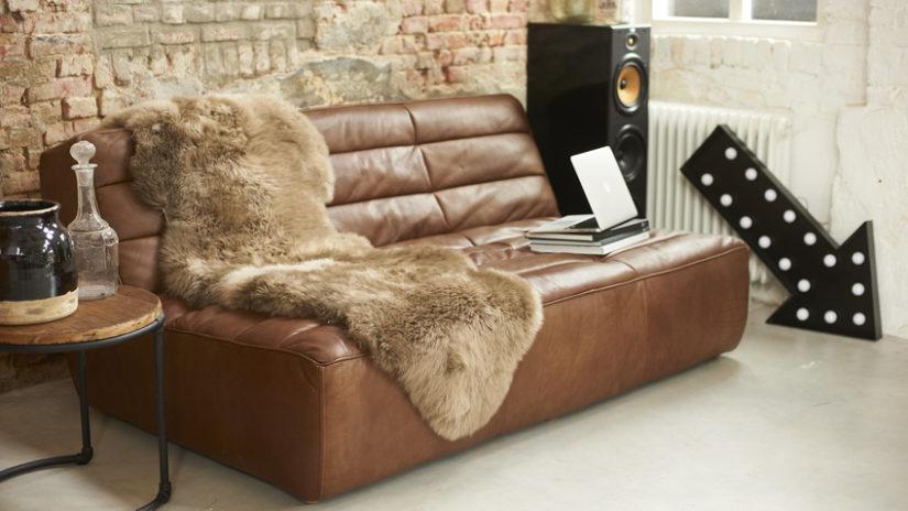 industriální styl v obývacím pokoji
