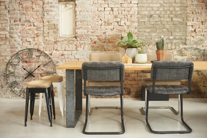 industriální styl - jídelní stůl