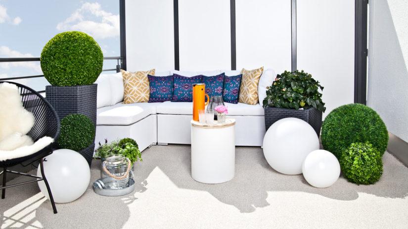 bílý kvalitní zahradní nábytek