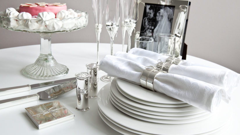 stříbrné svatební dekorace