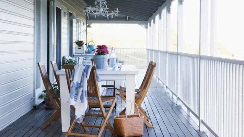 dřevěná zahradní židle s vysokým opěradlem